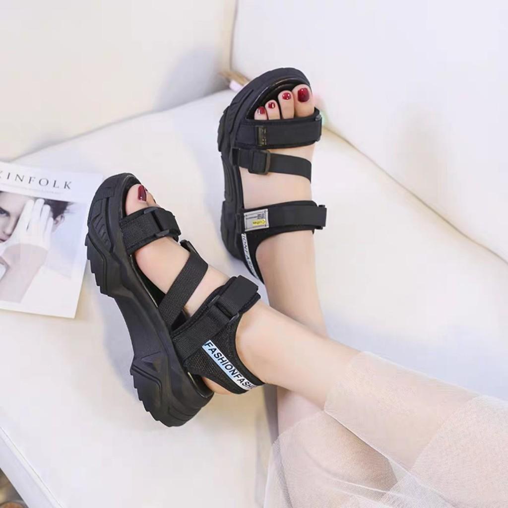 Xưởng sản xuất giày dép nữ uytisn