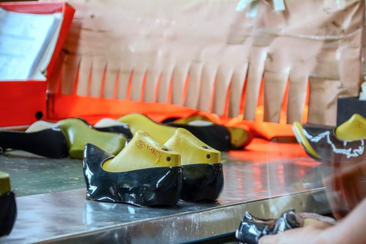 Những lợi ích mua sỉ giày dép VNXK tại xưởng - Giày công sở Vasmono