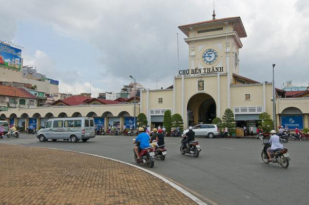 Chợ bến thành - địa điểm chuyên sỉ quần áo, du lịch cho người nước ngoài