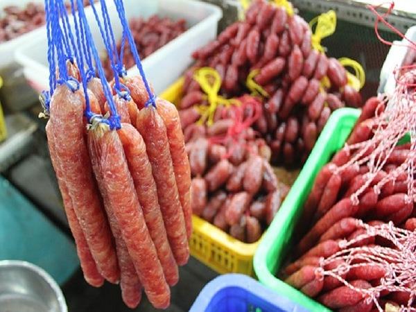 Lạp xưởng mua sỉ tại chợ đồ ăn Bình Điền