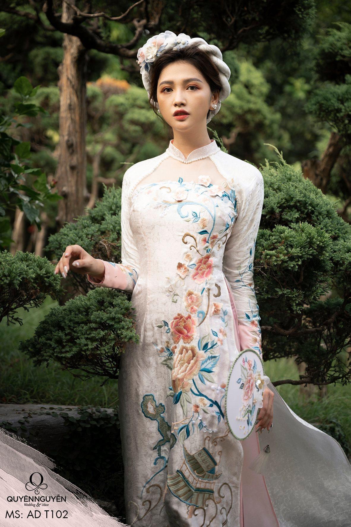 Địa chỉ mua áo dài bán sẵn HCM ở đâu để vừa đẹp mà giá cả lại hợp lý?