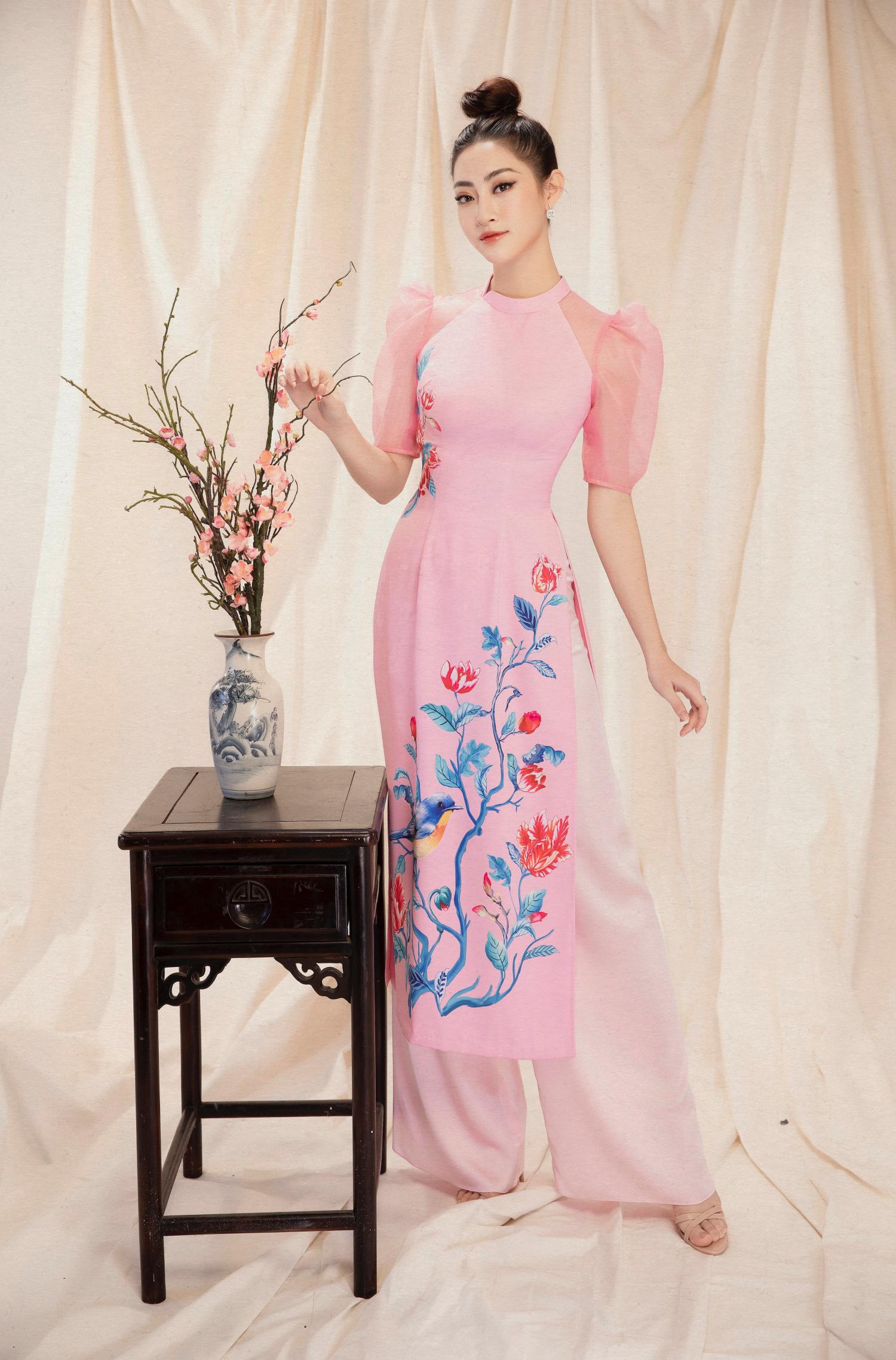 Diện áo dài đẹp như hoa hậu Lương Thuỳ Linh - Báo Người lao động