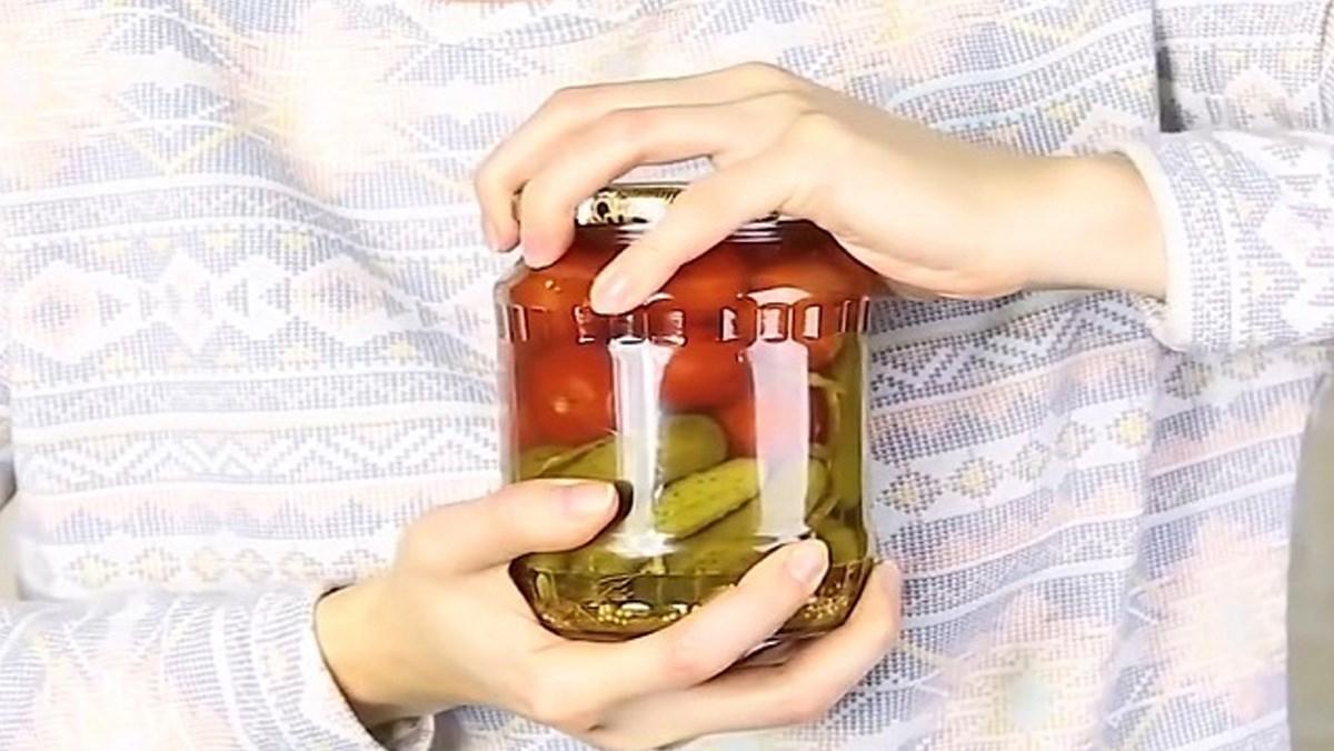 7 cách mở nắp chai lọ bị vặn quá chặt, bị kẹt đơn giản