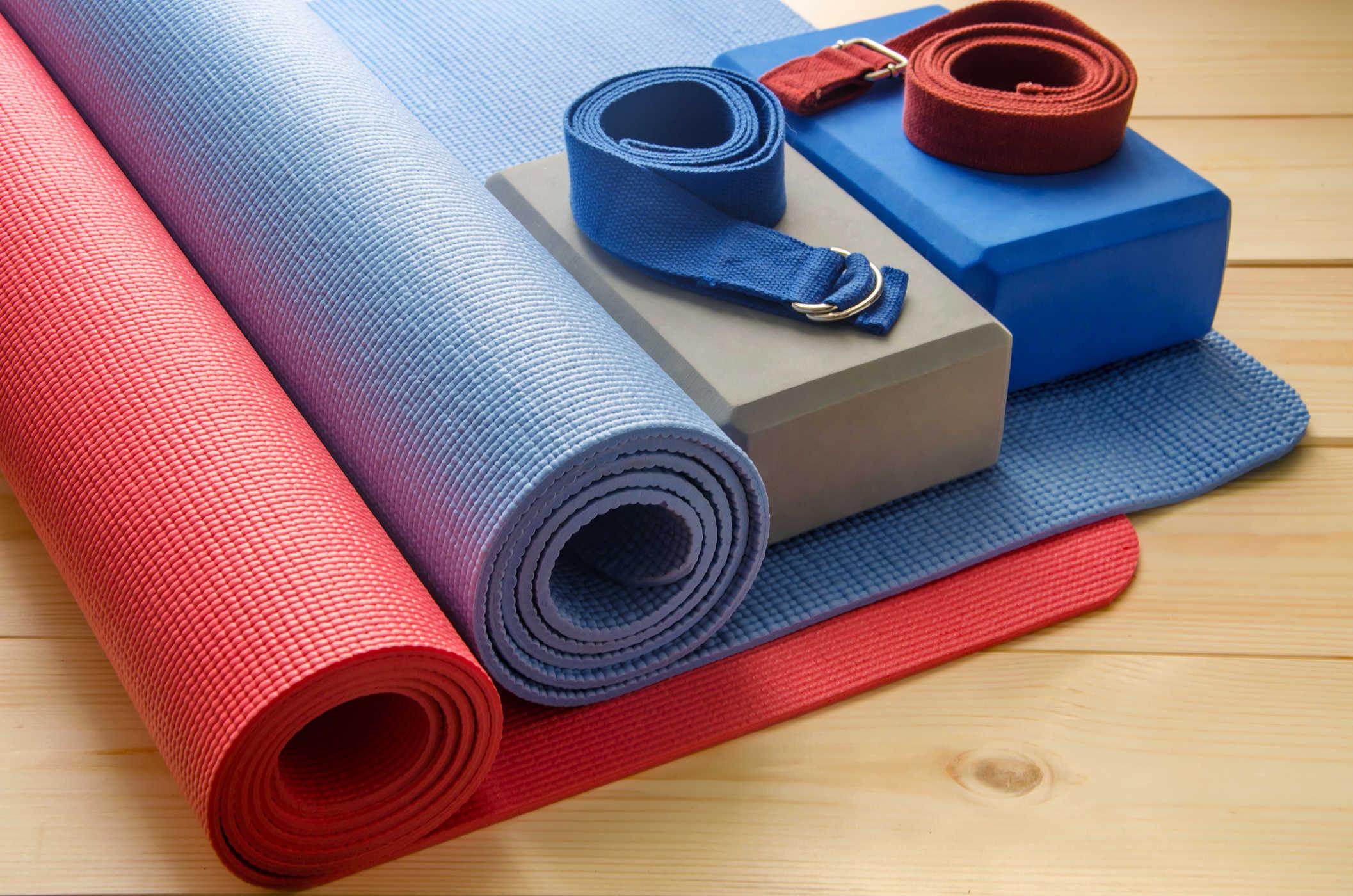 5 dụng cụ hỗ trợ đắc lực khi tập luyện yoga tại nhà - ZenLife