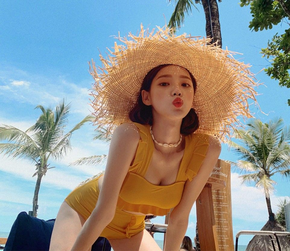 Điểm danh 5 mẫu đồ bơi siêu đẹp cho nàng đi biển hè này