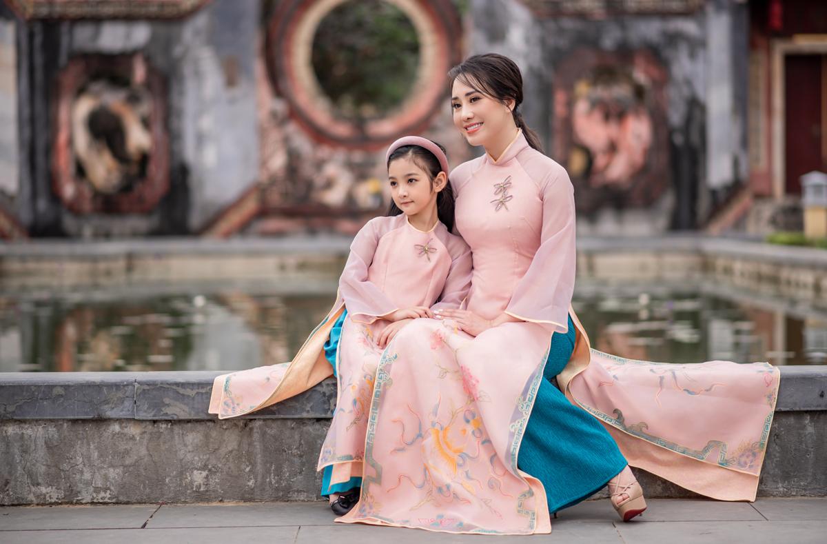 Áo dài Tết cho mẹ và bé - VnExpress Giải trí