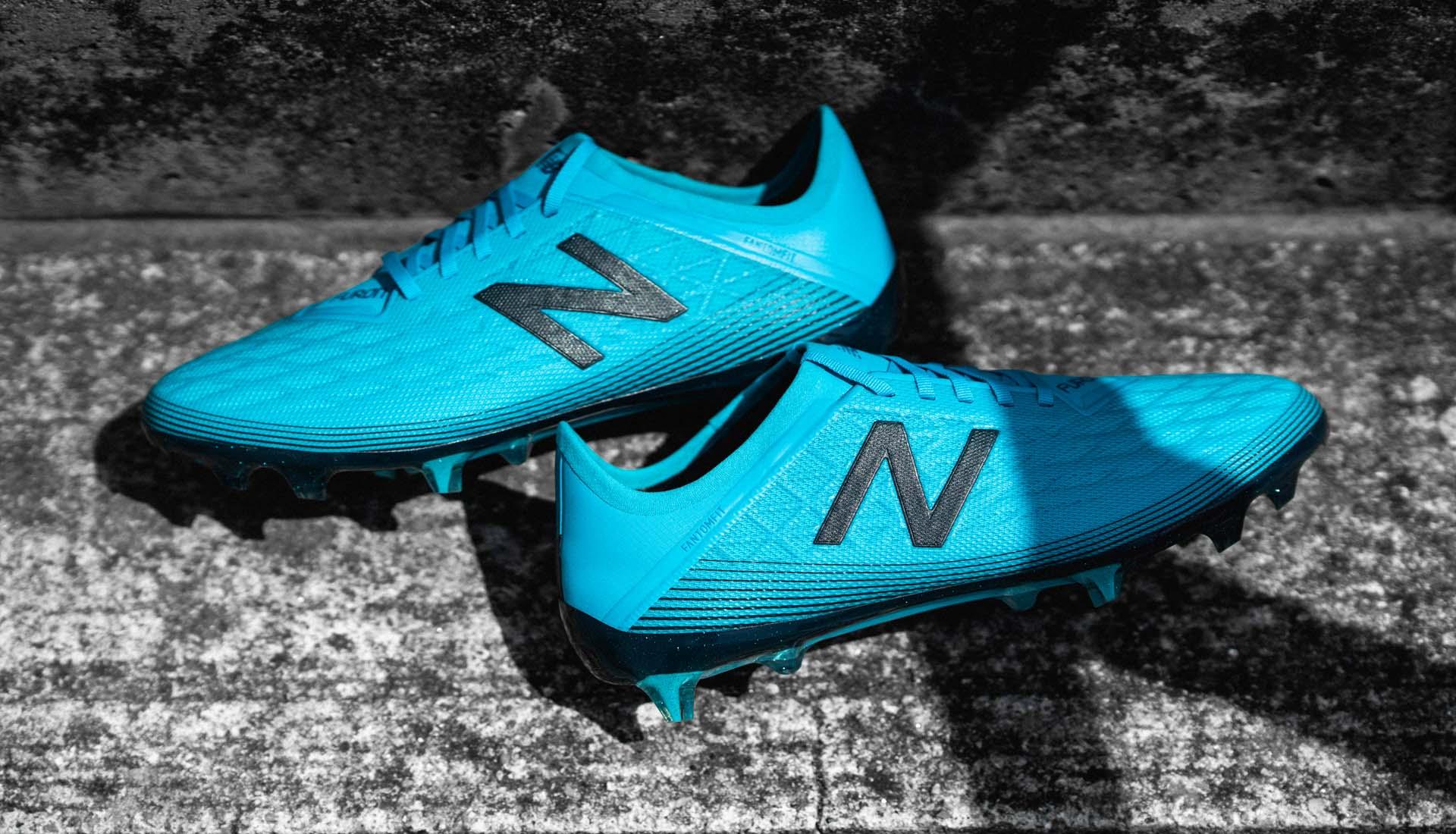 Bất ngờ trước vẻ đẹp tinh tế của giày đá bóng New Balance Furon v5