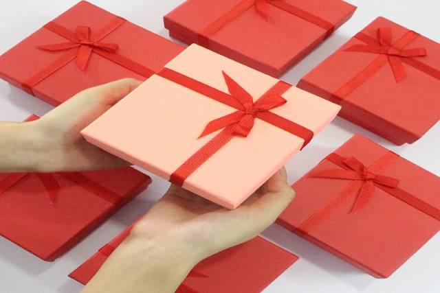 Mua hộp đựng quà đẹp, có in logo cho doanh nghiệp ở đâu? - Hộp quà tết